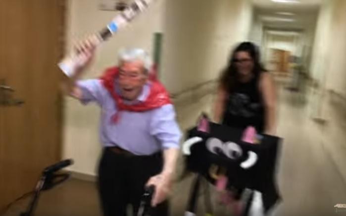 Une maison de retraite célèbrent les fêtes de Pampelune (vidéo)