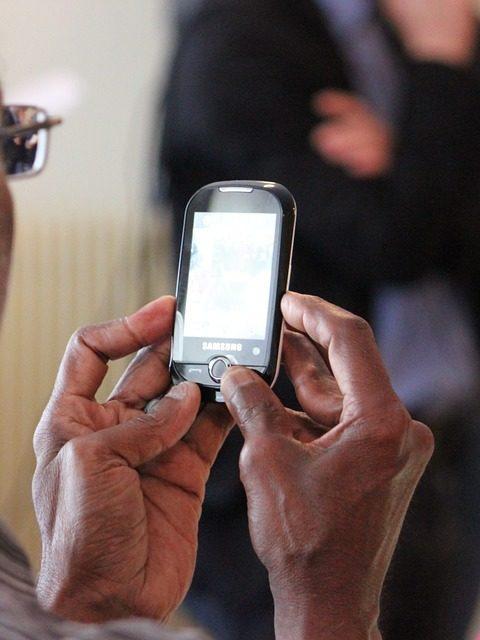 Escroquerie par téléphone chez les seniors, signe de démence ?