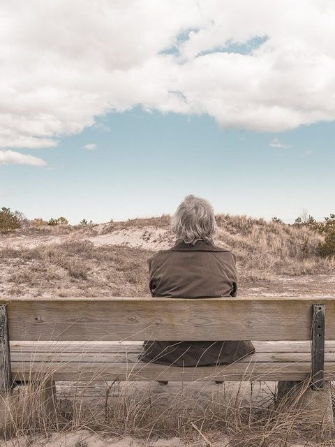 Être senior et locataire peut amener la solitude