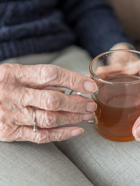 Chaleur et personnes âgées : infos et conseils
