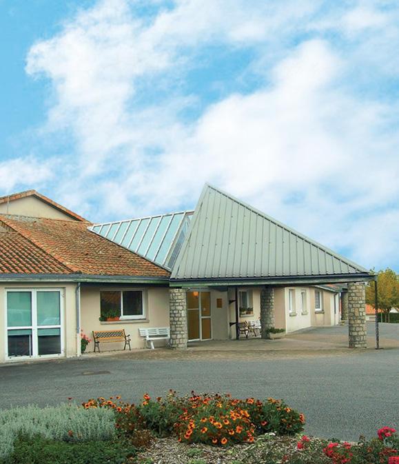Residence Les Deux Chateaux Mazières En Gâtine 79310 Téléphone Mail Adresse